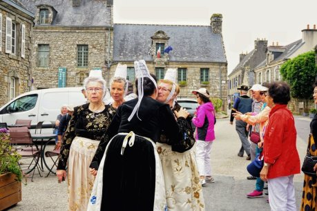 Things to do in Brittany - Locronan shopping