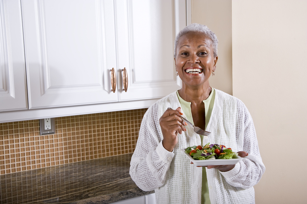 woman eating vitamins and minerals for bladder health
