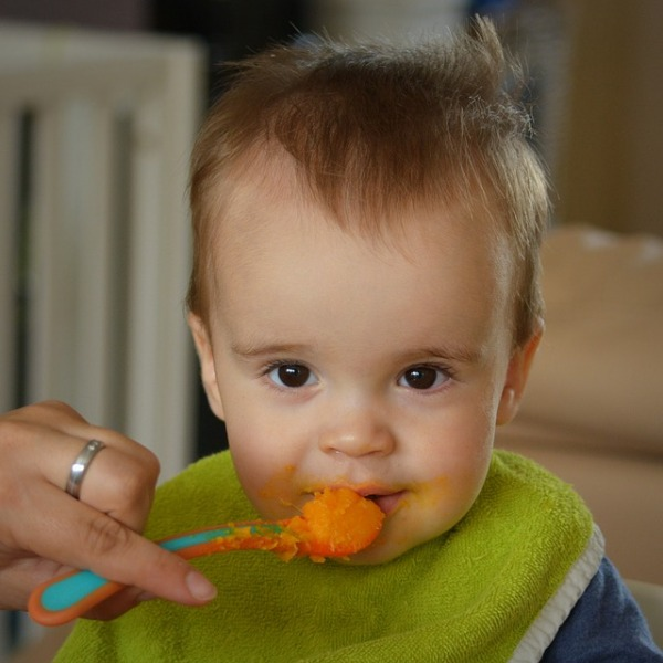 how much should a baby eat