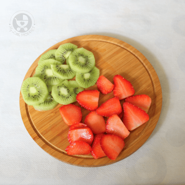 Strawberries and kiwis cut into slicees