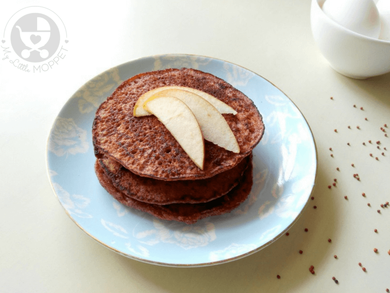 Egg Yolk recipes aren't hard to find, like these healthy egg yolk ragi pancakes for babies! Filled with the goodness of finger millet and the sweetness of applesauce, these are a must have!