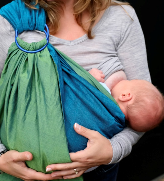 Wondering if baby wearing is right for you and your baby? Find out the answers to all your questions and doubts in this comprehensive guide to baby wearing.