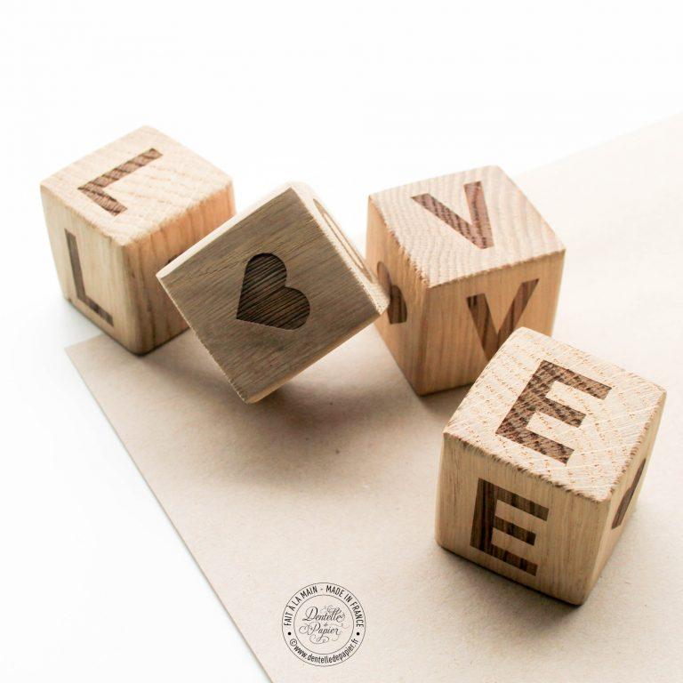 cube en bois love