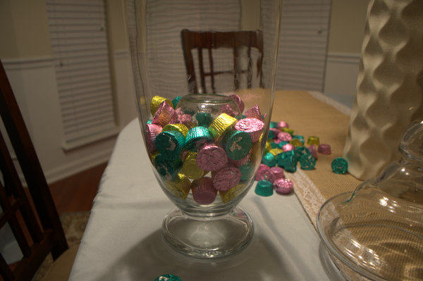 continue filling vase with candy