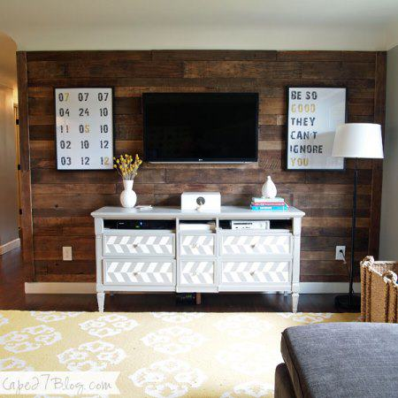 Living Room Pallet Wall