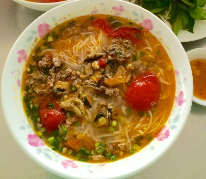 Crab noodle soup with snails