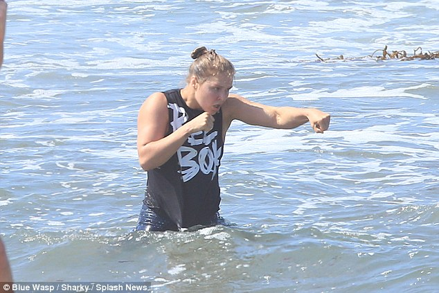 Ronda Rousey training for UFC comeback at Venice Beach. Photos property/courtesy of Blue Wasp/Splash News