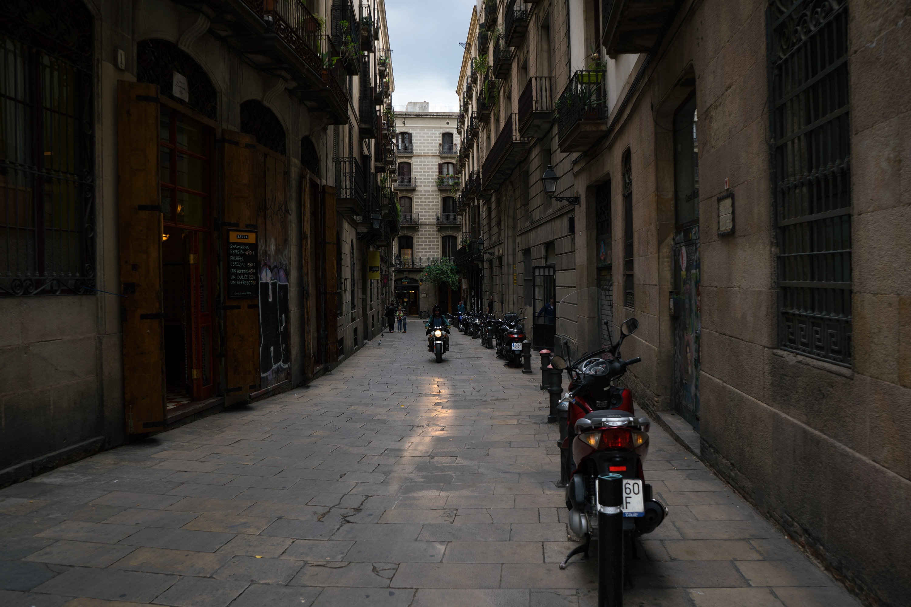 barcelona gothic quarter alley motorcycle
