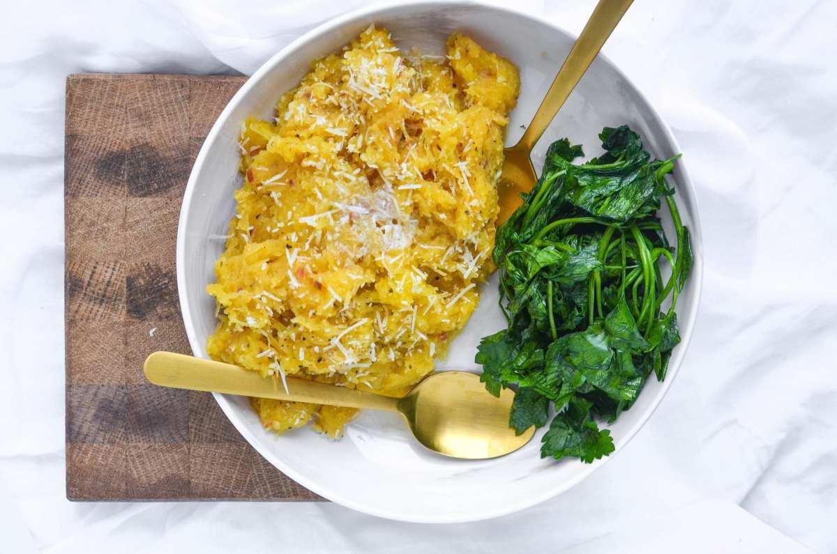 Slow Cooker Garlic Parmesan Spaghetti Squash