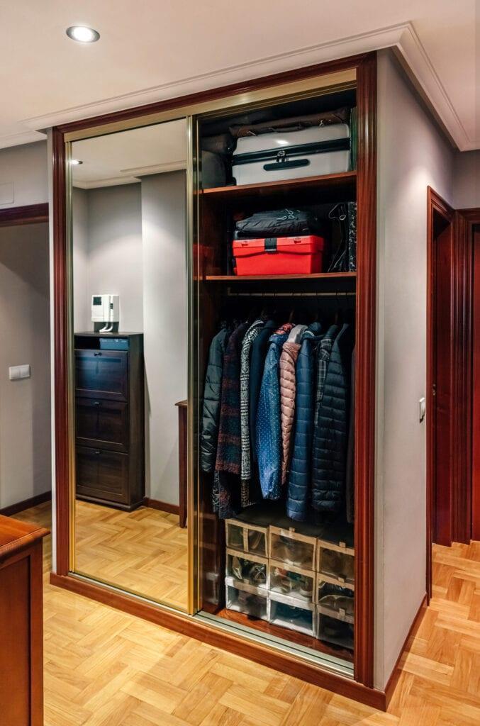 30 walk in closet ideas for men who
