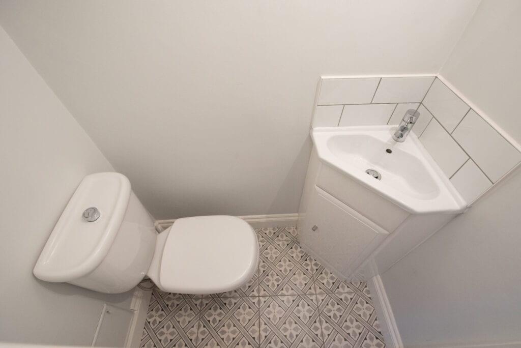 small bathroom vanities that take back