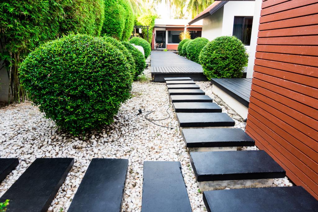 12 Simple Front Yard Landscaping Ideas | MYMOVE on Pebble Yard Ideas id=54650