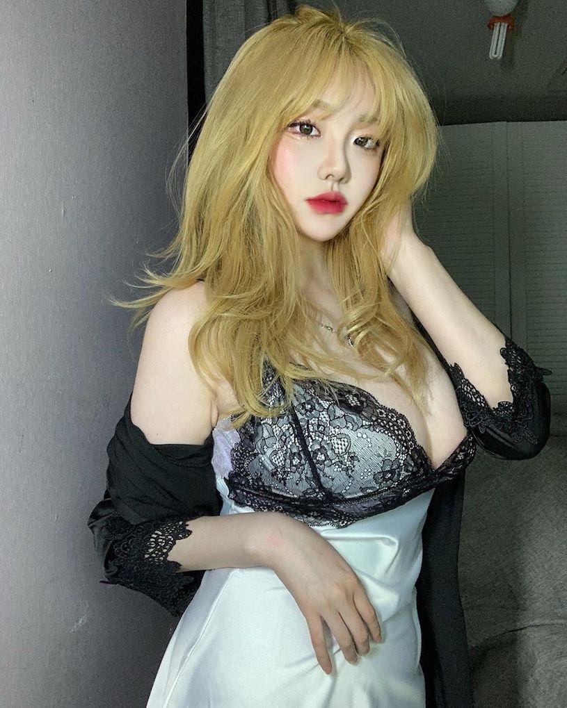 無法忽視的大乳量!韓國巨乳妹子「秀出極品深溝」,奶香味太濃厚!