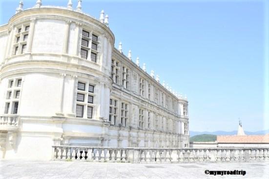 exterieur chateau de grignan