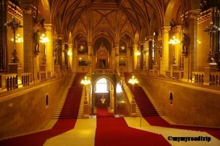 escalier-parlement-budapest