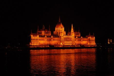 parlement-nuit-budapest