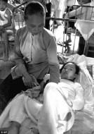 Een andere foto van Kim Phuc, 2 dagen na net bewuste bombardement