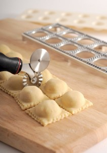 Norpro 112 Grip-EZ Pastry and Ravioli Wheel