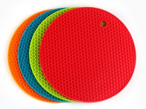 Angela Star 4-piece Silicone Durable Flexible Pot Holder Non-slip Heat Resistant Placemat Table Mat (18wx18l)