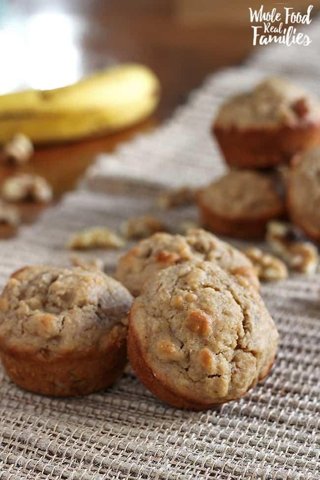 Healthy Banana Walnut Muffins #recipe #bananamuffins #healthyrecipe