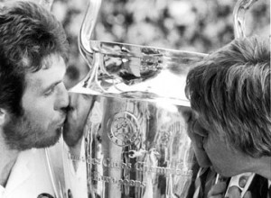 The two men of the night 26/05/82 give the trophy some love