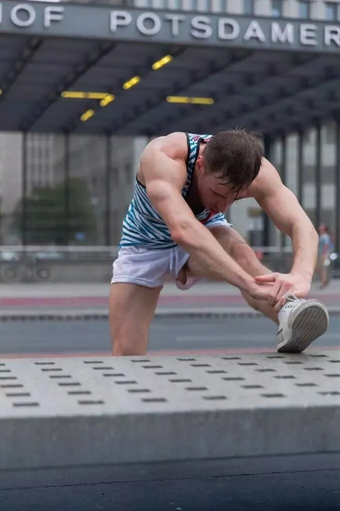 athlete-penis-dickslip-pop out