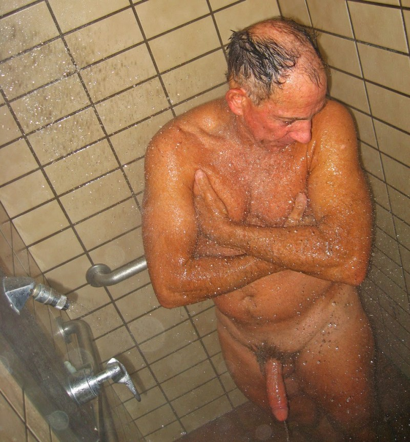 hung-mature-dad-in-showers