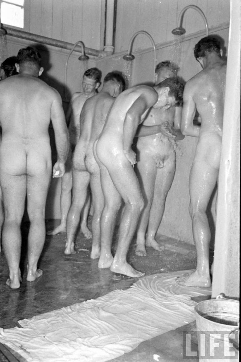 vintage-soldiers-naked-in-the-showers