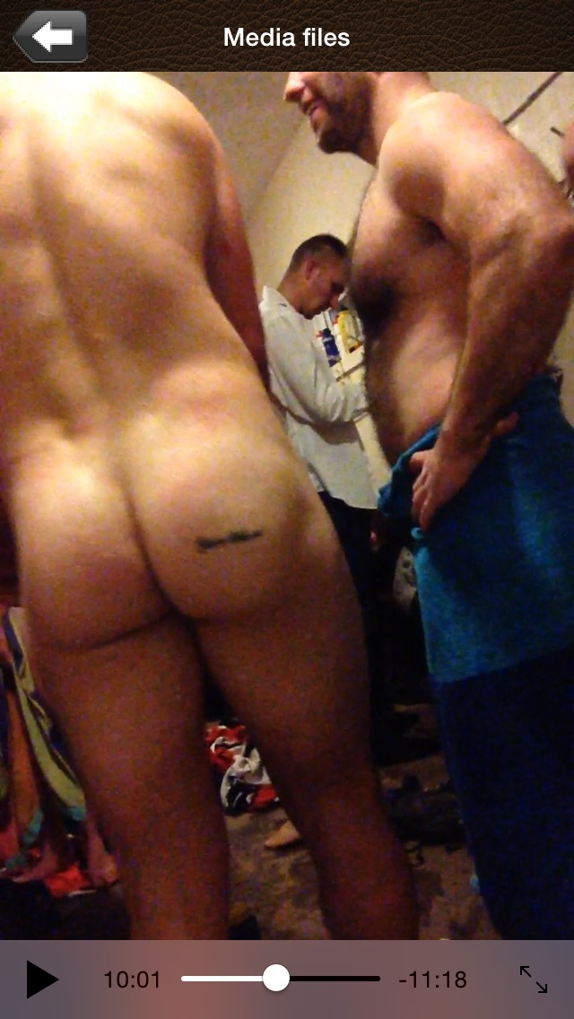 Rugby team naked after showers (8)