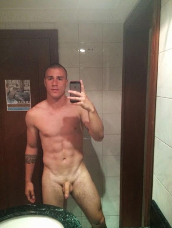 andres-correa-naked