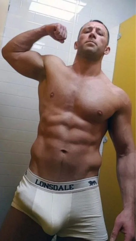 muscle-daddy-big-bulge