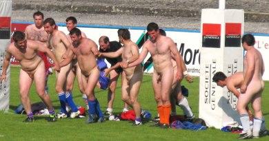 naked-rugger-having-fun