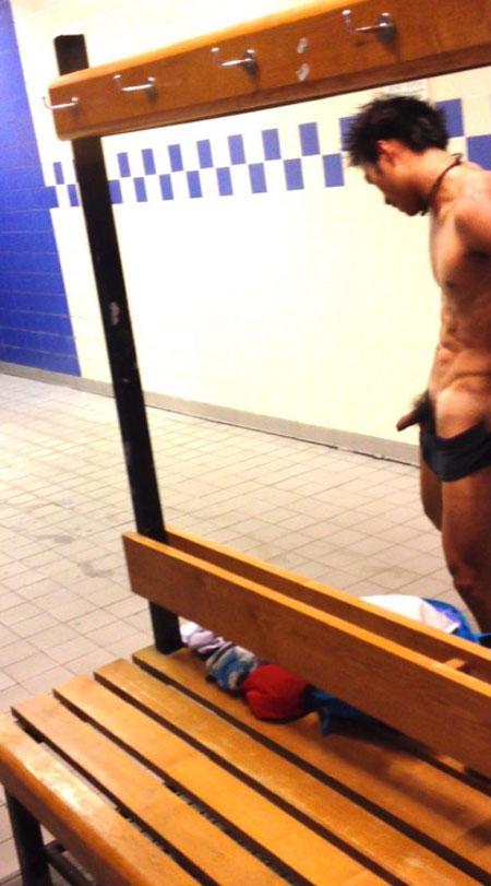 guy-caught-chamging-in-lockerroom