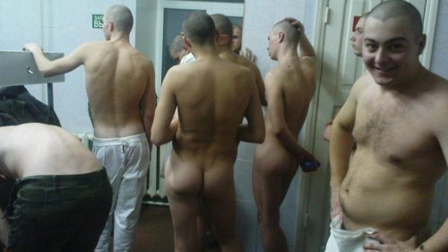 russian-soldiers-naked-in-the-barracks