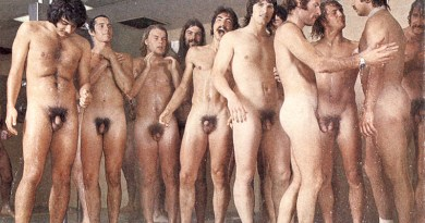 1974-San-Diego-Rugby-Team-naked-in-the-showers