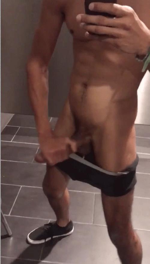 -hung-nude-in-locker-room