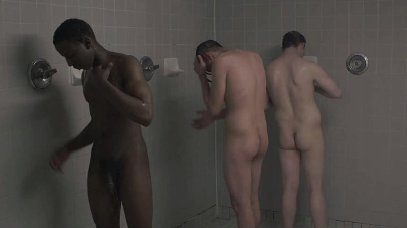 machos-desnudos-en-las-duchas