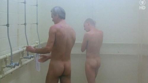 13-violacion de hombre en las duchas