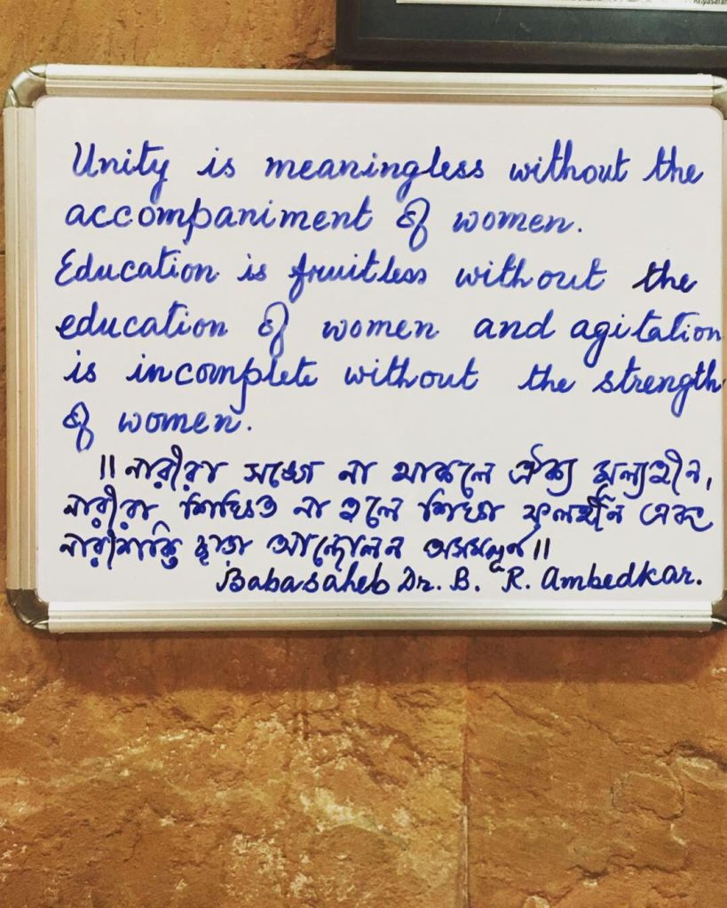 un cartello a Kolkata: Unity is meaningless without the accompainment of women
