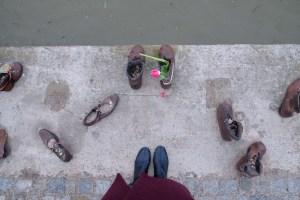chaussures aux bords du Danube