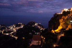 vue Taormina by night