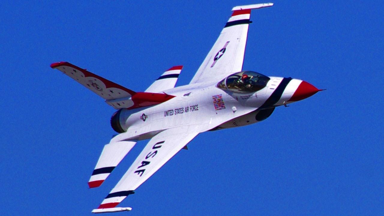 Air Force Thunderbirds F-16 jet