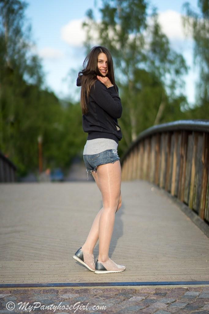 Clean And Shiny >> Eterno 15 - MyPantyhoseGirl
