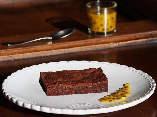 Brownie au chocolat noir et au fruit de la passion