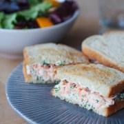 club sandwich au saumon et à l'aneth