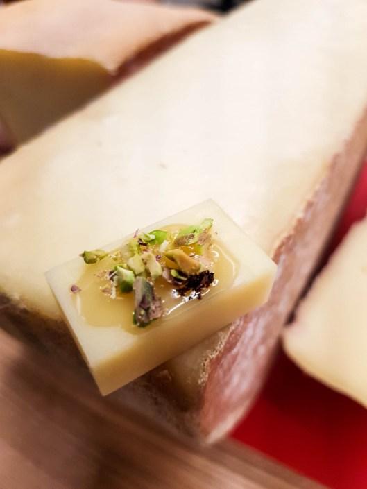 Vacherin fribourgeois AOP dégustation avec miel pistache vanille