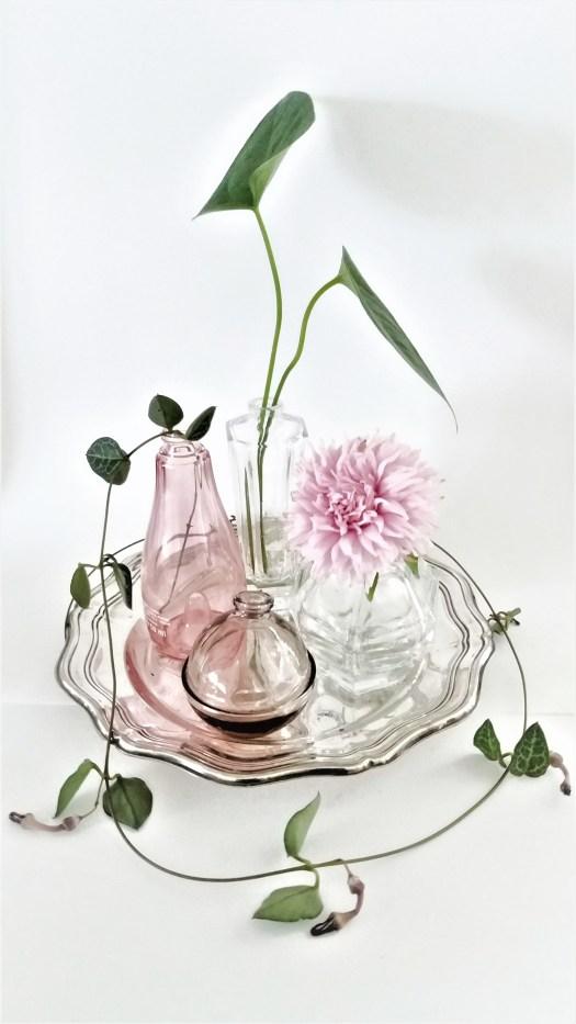 tomme parfymeflasker blir finfine blomstervaser