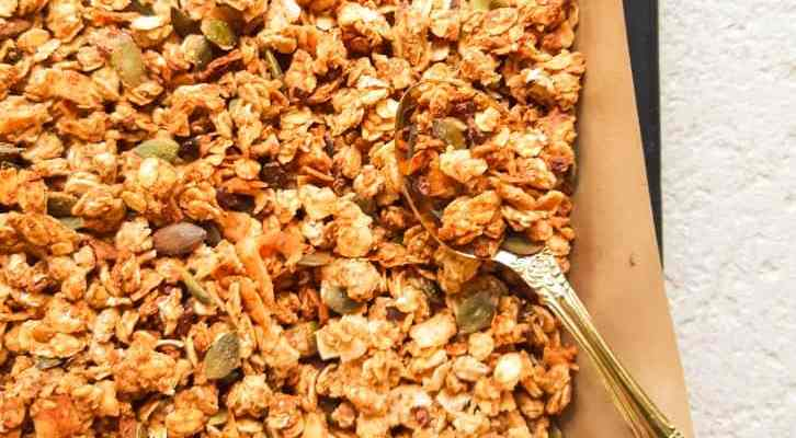 Homemade Peanut Butter Granola ( Vegan + Gluten-free )