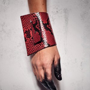 CUFF WHIT SLIT Red Snake