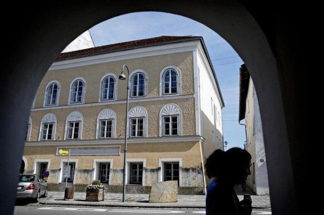 Kamienica, w której urodził się Hitler spędzała Austriakom sen z powiek. Już wiedzą, co z nią zrobią